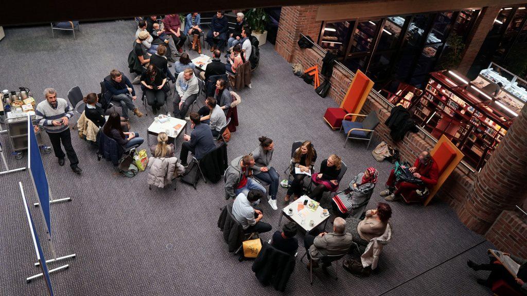 Sprachcafé in der Stadtbibliothek Am Gasteig. Foto: Andreas Merz/Gasteig GmbH