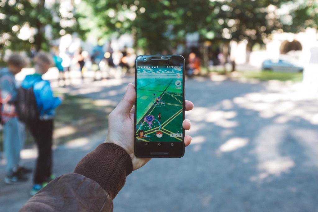 Handy mit Pokemon Go