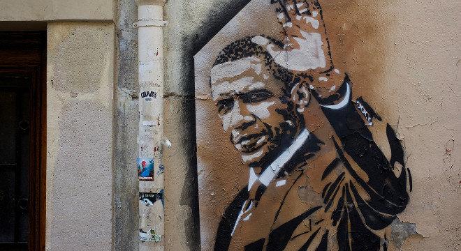 Graffiti von Barack Obama, winkend.