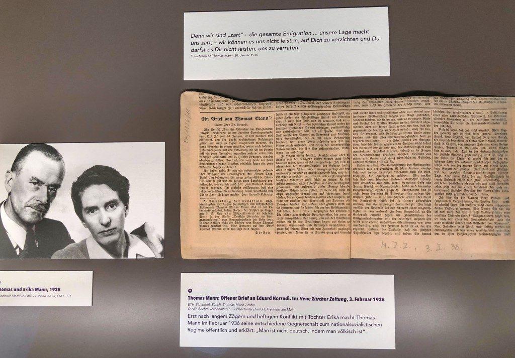 Erika Mann stellte ihren Vater Thomas Mann ein Ultimation, sich gegen das nationalistische Regime öffentlich zu stellen. Zeitungsausschnitt aus der Neuen Zürcher Zeitung, Erika Mann-Ausstellung, Monacensia