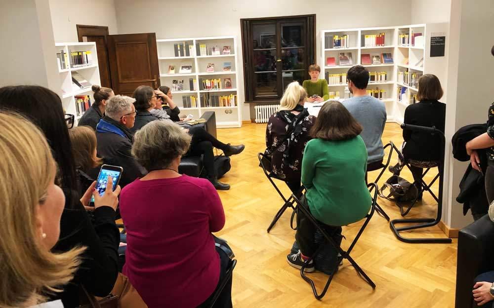 BloggerWalk #ErikaMann mit Lyrik-Performance von Theresa Seraphin vor Ort und Lisa Jeschke im Audio.