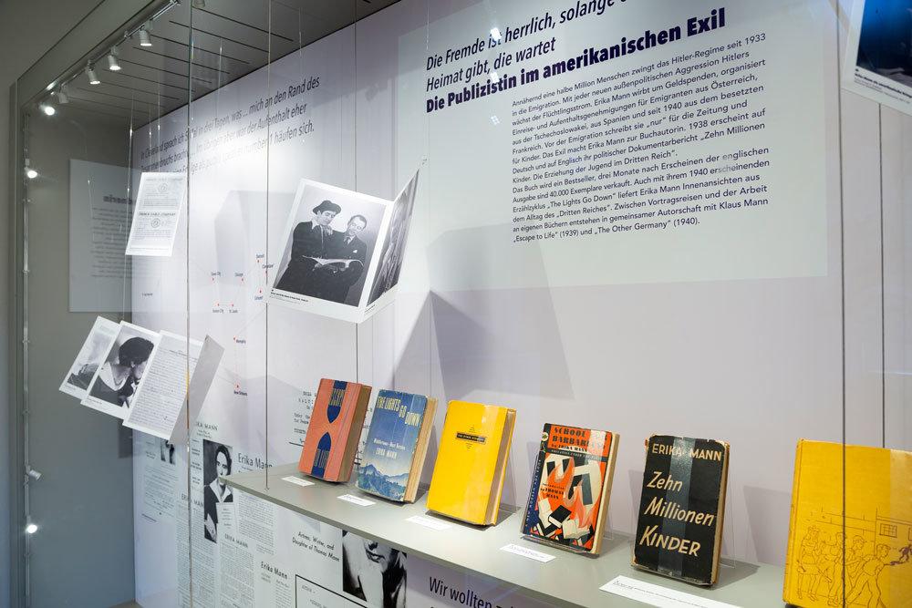 """""""Zehn Millionen Kinder"""" von Erika Mann klärte über Indoktrination und Drill im Nationalsozialismus auf. Foto: Eva Jünger"""