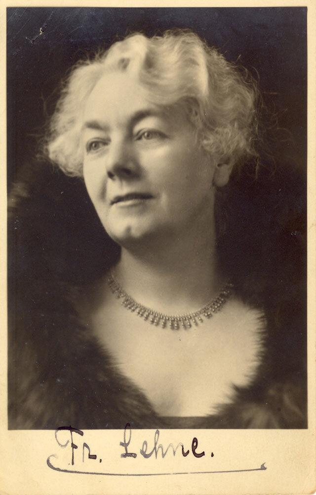 Helene Butenschön, Pseudonym Fr. Lehne Portrait aus dem Jahr 1930. Foto: Privatbesitz Cornelia Lüdecke, München. | #femaleheritage