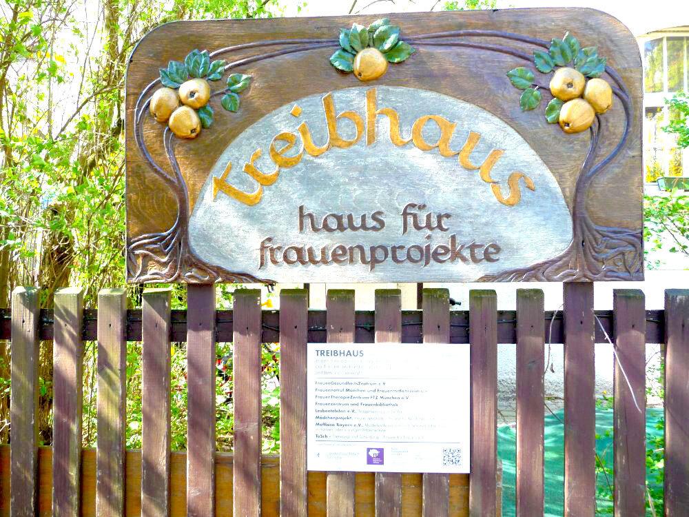 Wegmarke in der Güllstraße 3, München