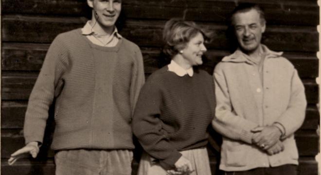 Sten Nadolny als junger Mann mit seinen Eltern, dem Schriftsteller-Ehepaar Burkhard und Isabella Nadolny.